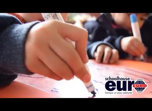 Los niños euro aprenden en un entorno amable y feliz, divertido y desafiante, que integre el saber con los valores.