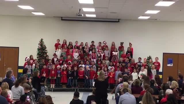 1st graders singing