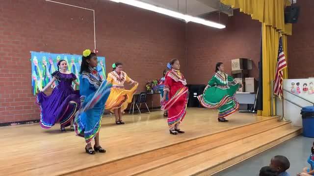 Hudnall Woodcraft Folklorico Dancers