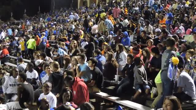 homecoming crowd at tomato bowl