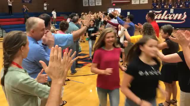 Video of students entering gym