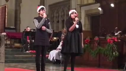 Aolani Cruz and Isabelle Dos Santos sing Hallelujah