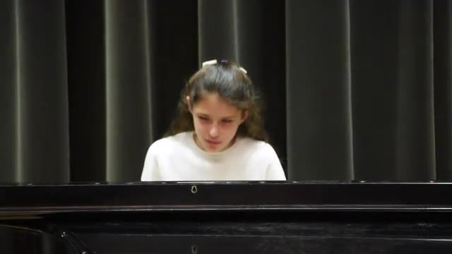 Echo Seis  Performed on the piano by Morgan