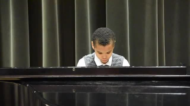 Old Town Road Performed on the piano by Demetrius