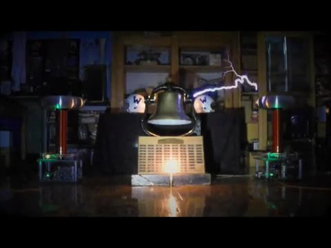 Tesla Coil Salute to Invader Football Team